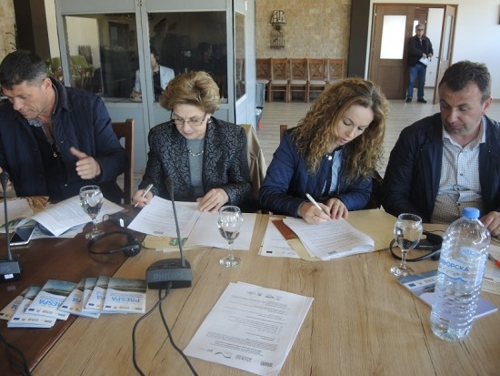 4. Contract signing for grantees in Prespa
